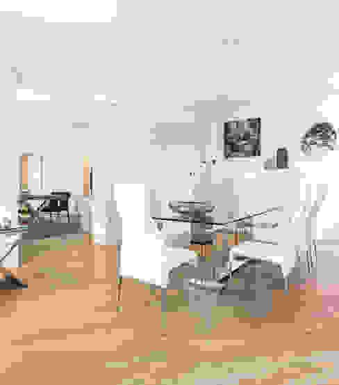 Salle à manger de style  par BRANDO concept, Moderne