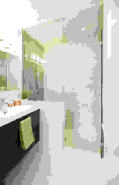 Bickford Park Modern Bathroom by Solares Architecture Modern