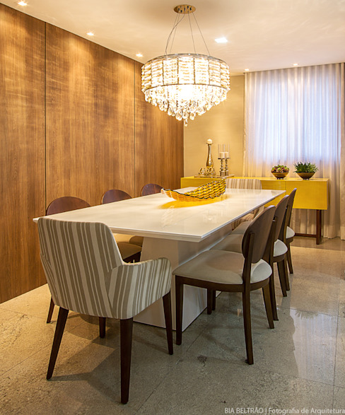 Classic style dining room by Cris Nunes Arquiteta Classic