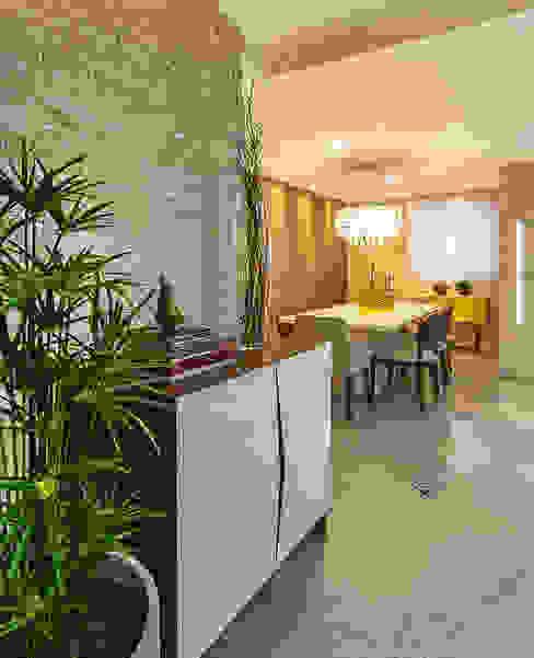 Phòng khách phong cách kinh điển bởi Cris Nunes Arquiteta Kinh điển