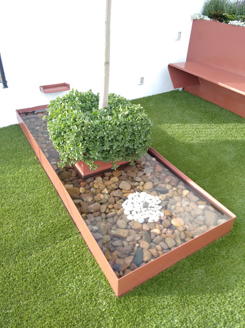 Modern garden by Arqca Modern