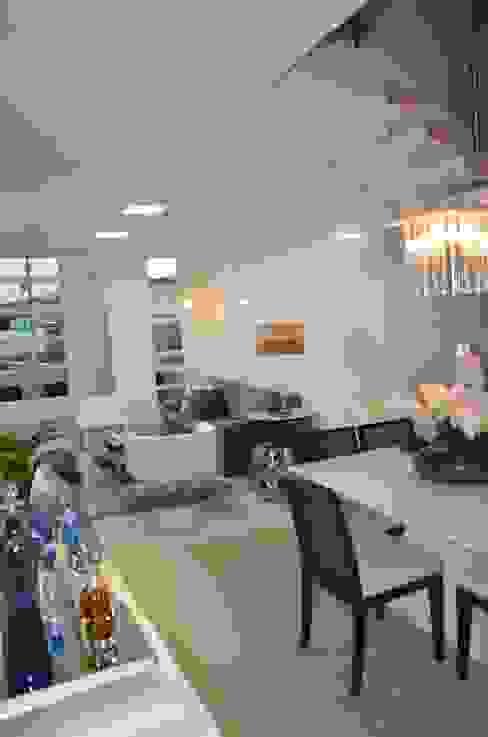 Salas de estar  por Cris Nunes Arquiteta, Clássico