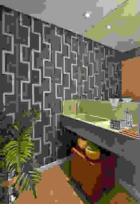 Baños de estilo moderno de Sgabello Interiores Moderno Piedra