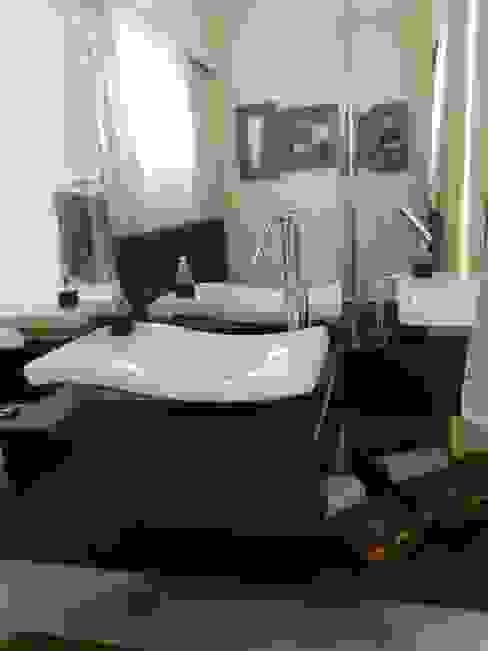 Lavabo rústico e elegante Banheiros ecléticos por MBDesign Arquitetura & Interiores Eclético