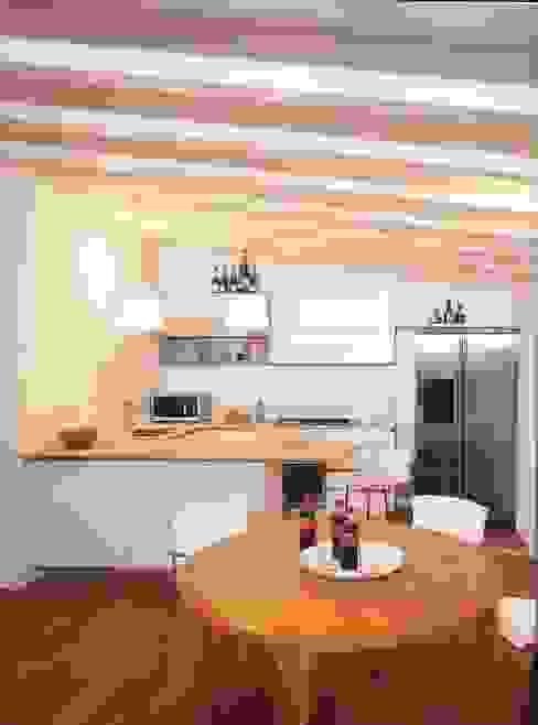 Cocinas minimalistas de Fabio Carria Minimalista Madera Acabado en madera