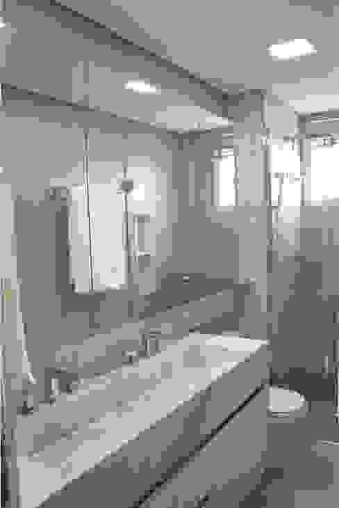 Banheiros modernos por Drömma Arquitetura Moderno