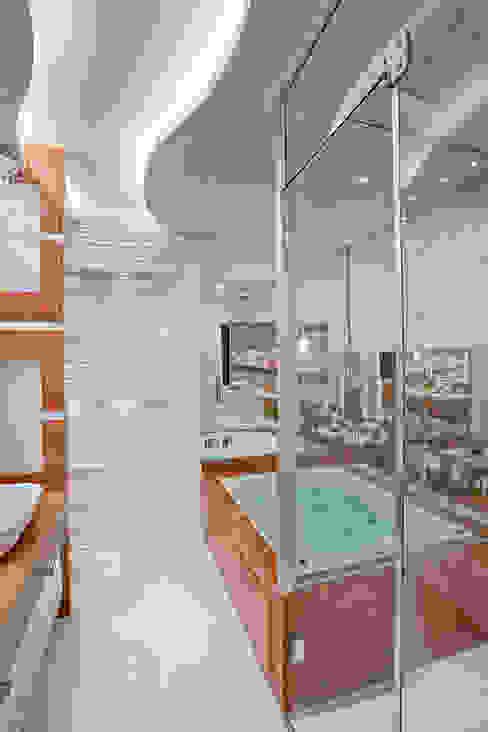 Phòng tắm phong cách hiện đại bởi Arquiteto Aquiles Nícolas Kílaris Hiện đại