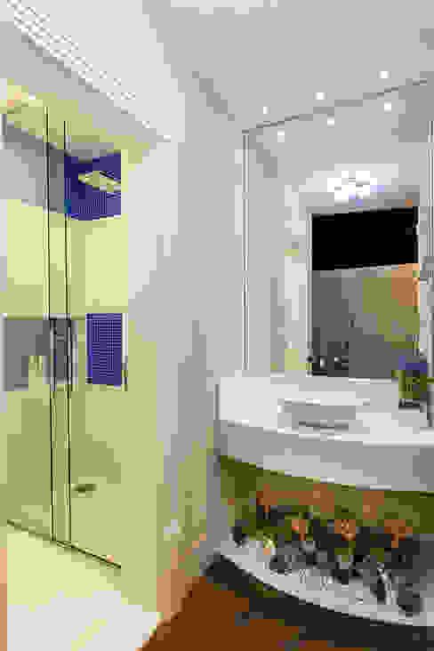 Casa Villa Lobos Banheiros modernos por Arquiteto Aquiles Nícolas Kílaris Moderno