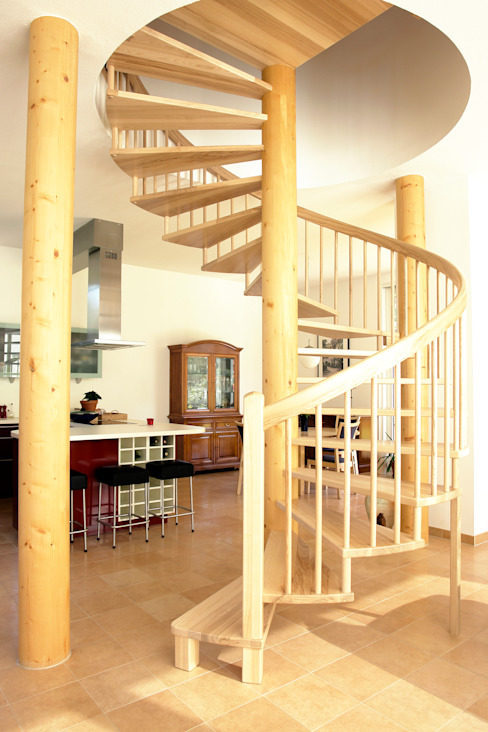 Classic style corridor, hallway and stairs by Müllers Büro Classic