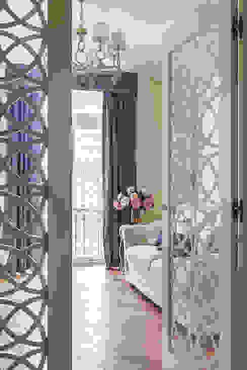 غرفة المعيشة تنفيذ design studio by Mariya Rubleva,