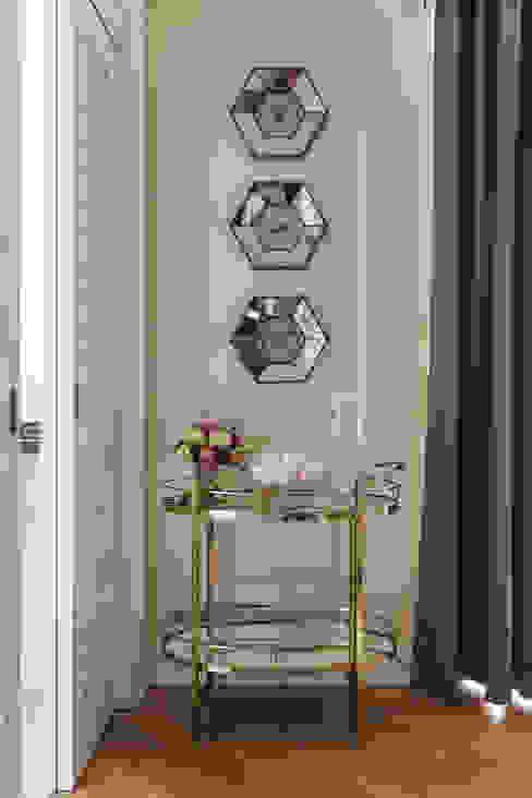 غرفة المعيشة تنفيذ design studio by Mariya Rubleva, كلاسيكي