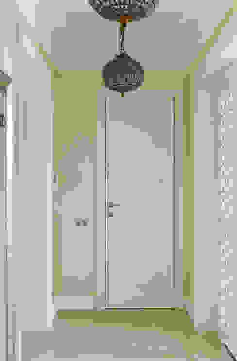 Коридор, прихожая и лестница в классическом стиле от Rubleva Design Классический