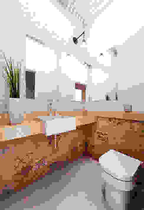 Casa WW Banheiros modernos por Lozí - Projeto e Obra Moderno