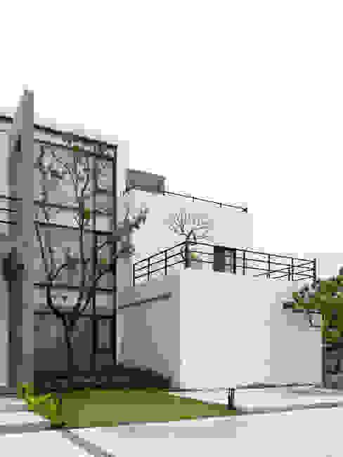 Casas modernas por 夏沐森山設計整合 Moderno