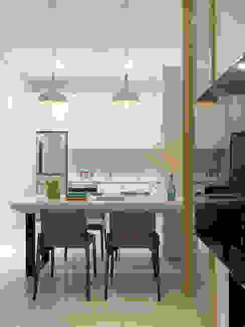 Ruang Makan Modern Oleh 夏沐森山設計整合 Modern