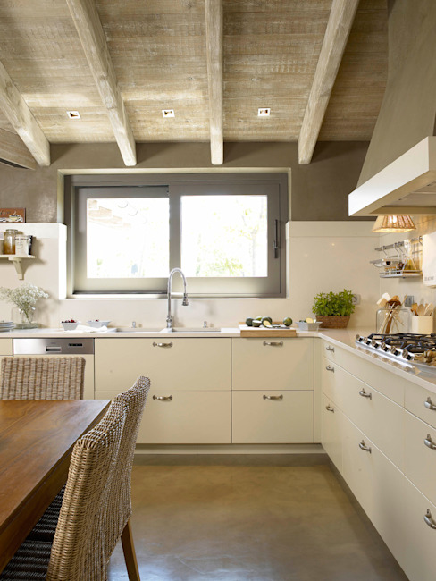Kitchen by DEULONDER arquitectura domestica,