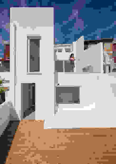Facade Minimalist house by studioarte Minimalist Bricks