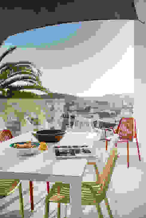 Terrace Minimalist balcony, veranda & terrace by studioarte Minimalist