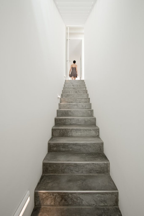 Corridor & hallway by studioarte, Minimalist