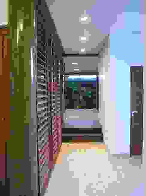 Pasillos, vestíbulos y escaleras de estilo rústico de Cia de Arquitetura Rústico