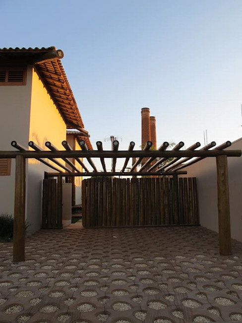Rustic style garage/shed by Cia de Arquitetura Rustic