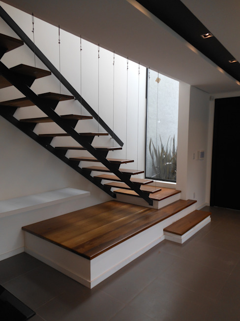 Modern Corridor, Hallway and Staircase by Cláudia Legonde Modern Wood Wood effect