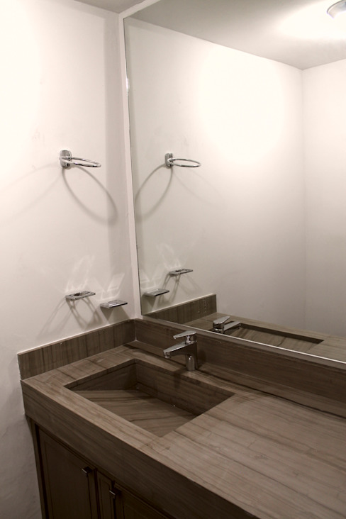 Chipinque Modern style bathrooms by Superficie Actual Modern