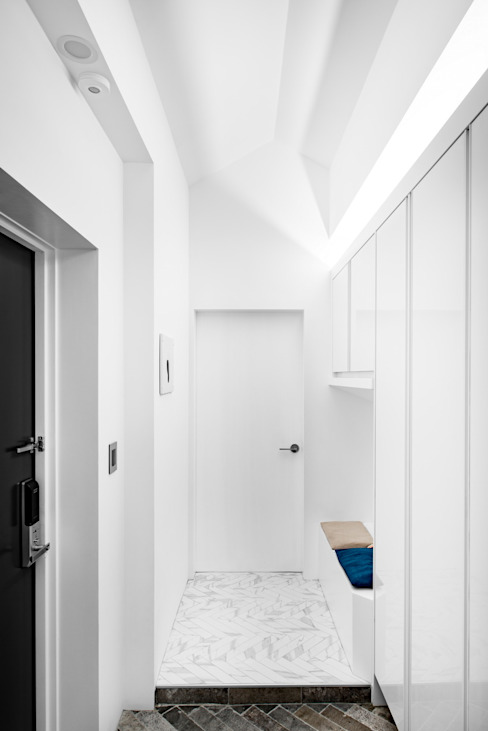 Modern Corridor, Hallway and Staircase by STARSIS Modern Marble