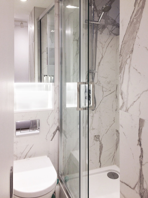 Refurbishment of a 250sqft apartment next to Hyde Park, London, W2:  Bathroom by GK Architects Ltd,