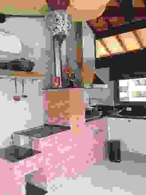 Cocinas de estilo rústico de RMS arquitetura e interiores Rústico