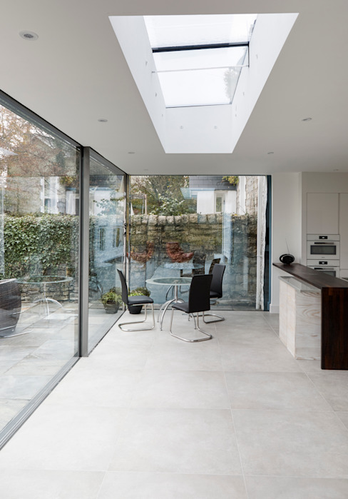 Internal shot Столовая комната в стиле модерн от Trombe Ltd Модерн