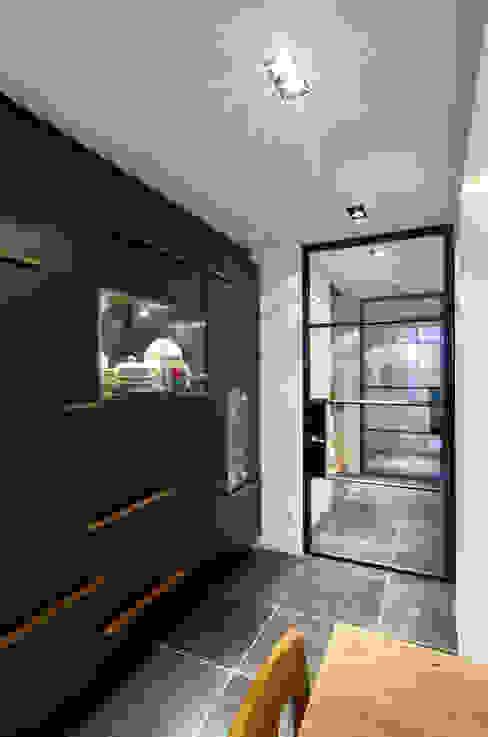 wandkast: modern  door Studio Kuin BNI, Modern Kunststof