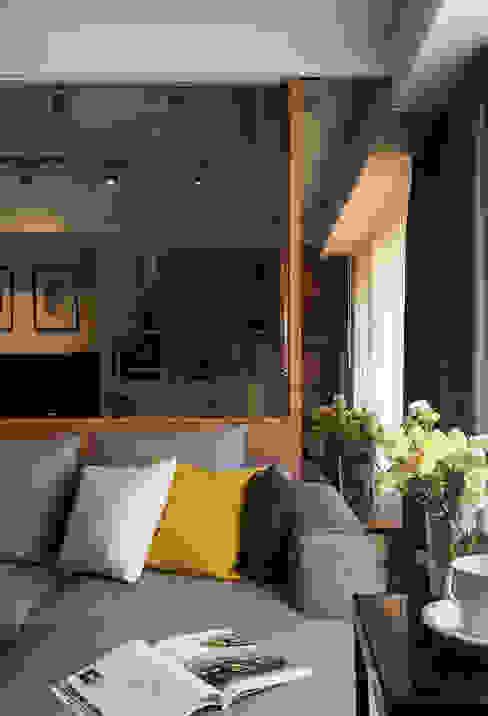 Modern living room by DYD INTERIOR大漾帝國際室內裝修有限公司 Modern