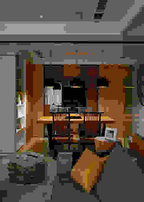 Modern dining room by DYD INTERIOR大漾帝國際室內裝修有限公司 Modern