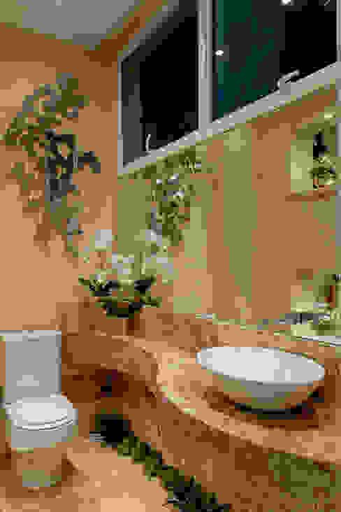 Casa Malibu Banheiros modernos por Arquiteto Aquiles Nícolas Kílaris Moderno Mármore