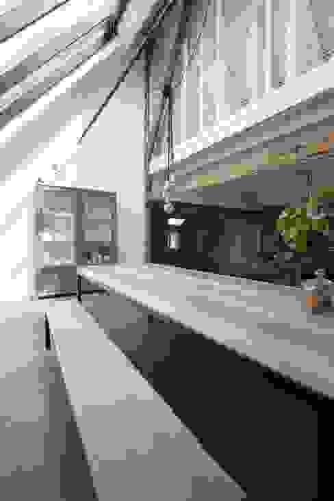 Wiejski salon od Van der Schoot Architecten bv BNA Wiejski Drewno O efekcie drewna