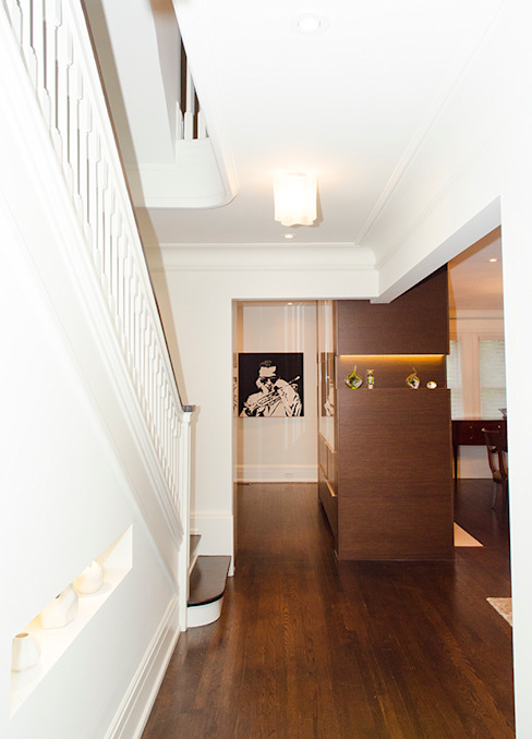 Rockcliffe Park Renovations Classic style corridor, hallway and stairs by Jane Thompson Architect Classic