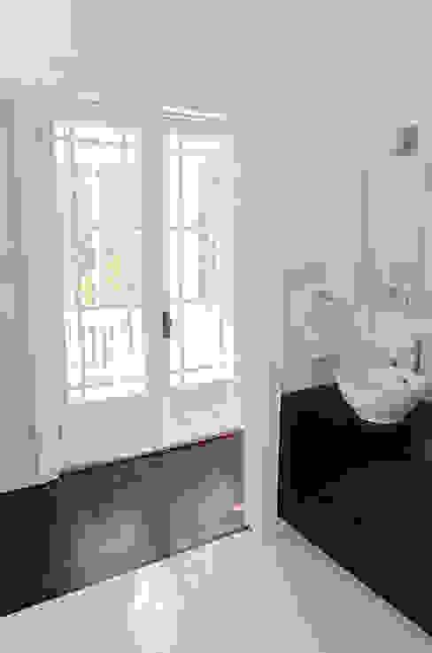 Rockcliffe Park Renovations:  Bathroom by Jane Thompson Architect