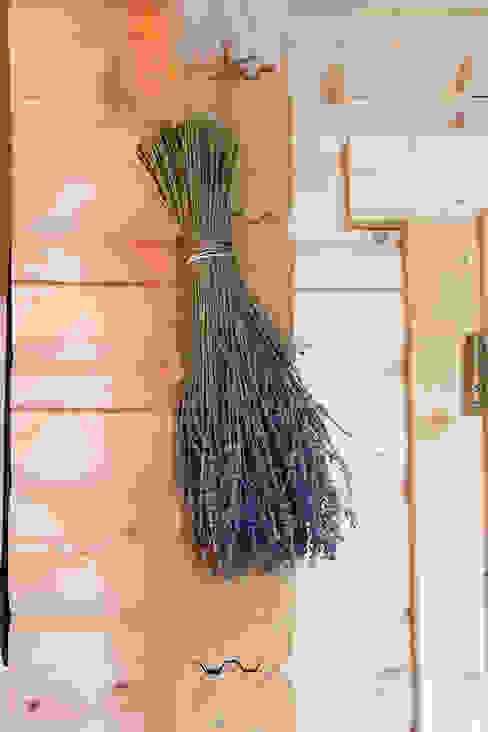 Scandinavian style corridor, hallway& stairs by THULE Blockhaus GmbH - Ihr Fertigbausatz für ein Holzhaus Scandinavian Wood Wood effect