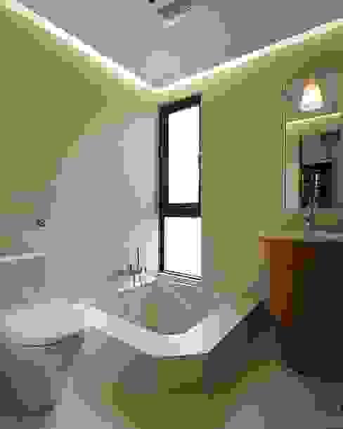 私人圖書館:  浴室 by 禾光室內裝修設計 ─ Her Guang Design