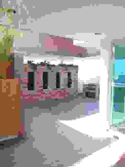 Балкон и терраса в стиле модерн от Arqca Модерн