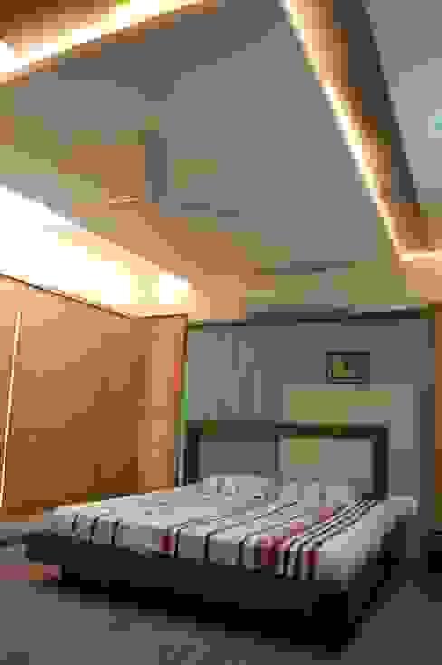 Residence Modern style bedroom by AM Associates Modern Wood Wood effect