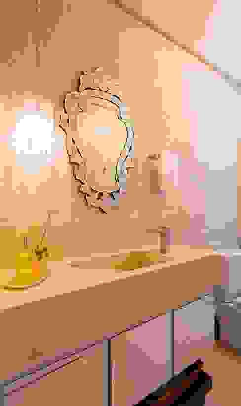 RESIDENCIAL 10 Banheiros modernos por Apê 102 Arquitetura Moderno