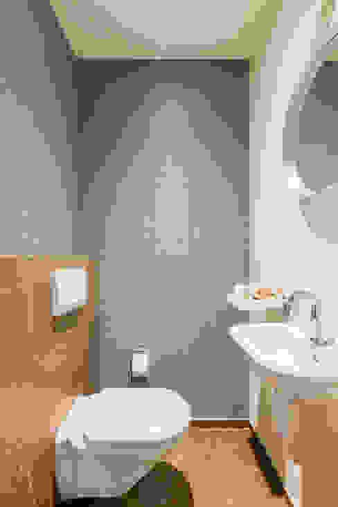 Toilet:  Badkamer door Aangenaam Interieuradvies, Modern