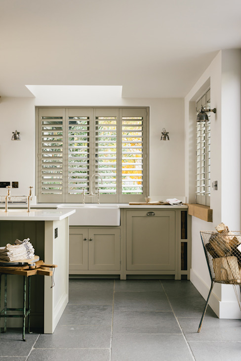The Henley on Thames Kitchen by deVOL deVOL Kitchens Nhà bếp phong cách mộc mạc Grey