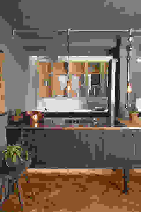 The London Basement Kitchen by deVOL :  Kitchen by deVOL Kitchens,