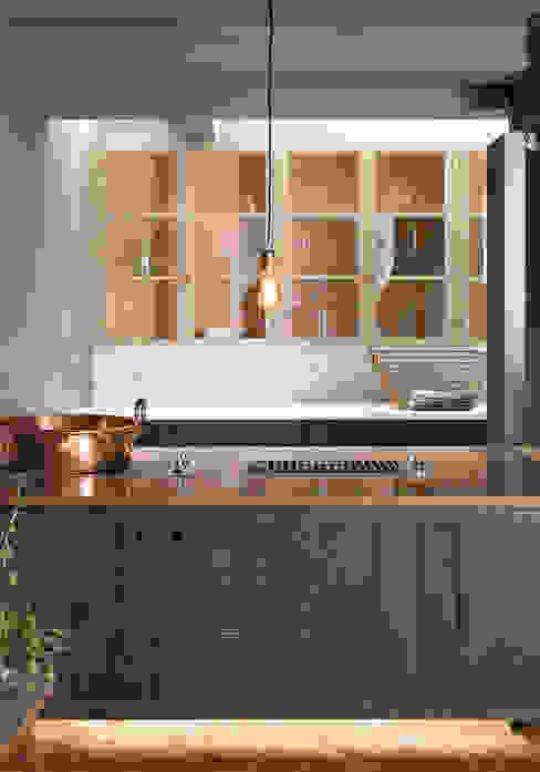 The London Basement Kitchen by deVOL deVOL Kitchens Cucina in stile industriale Blu