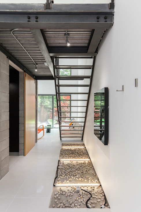 Linebox Studio Minimalist corridor, hallway & stairs