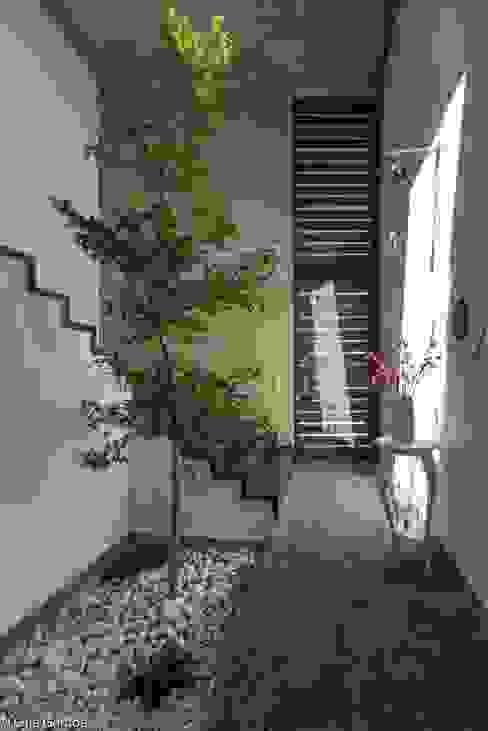 arquitecturalternativa Modern corridor, hallway & stairs