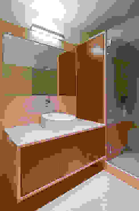 Baños de estilo minimalista de FMO ARCHITECTURE Minimalista